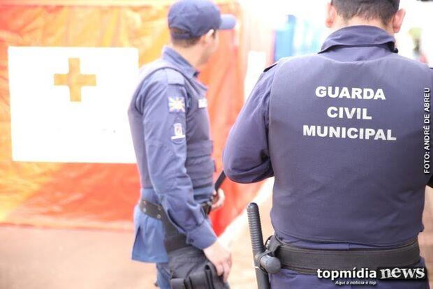 """Vendedor diz que guarda municipal faz concurso a """"nível macaco"""" e se dá mal"""