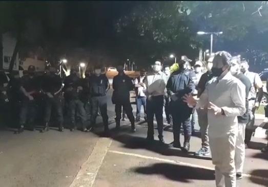 Vídeo: Marquinhos dá início a toque de recolher e quer 'ação de conscientização'