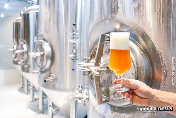 Está faltando cerveja no mercado: bebida começa a faltar no Brasil