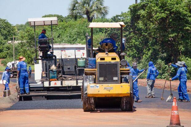 Prefeitura inicia pavimentação de via que liga Rita Vieira à Três Barras