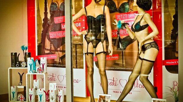 REVIRAVOLTA: Vendedora denunciada por ser 'grossa' sofreu assédio de cliente em sex shop