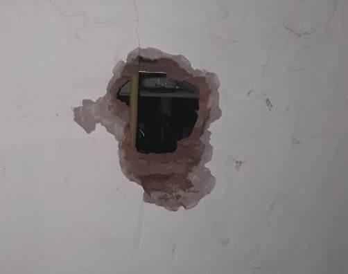Ladrão é preso quebrando parede para furtar comércio
