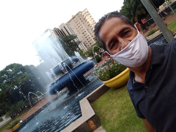 Denunciado por estuprar enteada no Rita Vieira, técnico aparece em fotos na Praça Ary Coelho