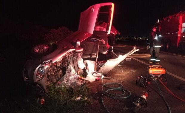 Idosa morre em acidente entre van e carro na BR-158