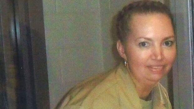 Após pausa de 17 anos, EUA autoriza execução de mulher acusada de roubar bebê da barriga da mãe