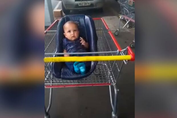 Vídeo: pais esquecem bebê de quatro meses em estacionamento de supermercado