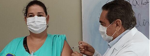 Primeira imunizada contra covid em Paranaíba destaca expectativa de vacina para todos