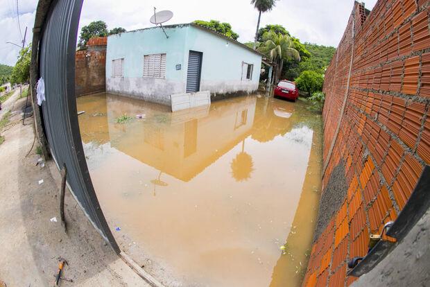 Corumbá decreta situação de emergência após famílias ficarem desabrigadas