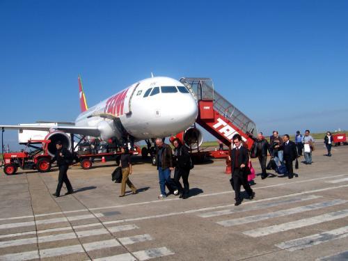 Voo com destino ao Peru desvia, pousa em Campo Grande e mobiliza bombeiros