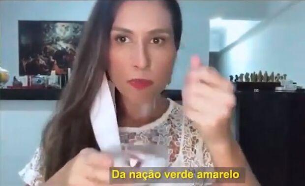 Ao estilo 'comédia pastelão', juíza que prega aglomeração aparece em clipe a favor da cloroquina