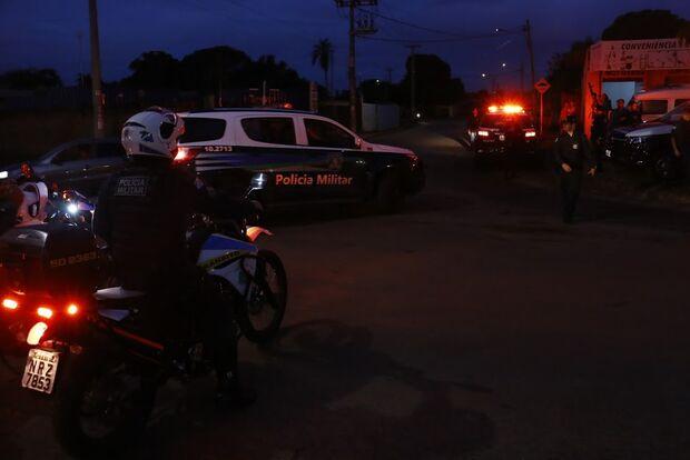 Motorista bêbado bate em carro de policial e foge por três bairros até ser preso