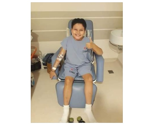 Garoto de apenas 10 anos luta contra leucemia e precisa de doadores de sangue A+