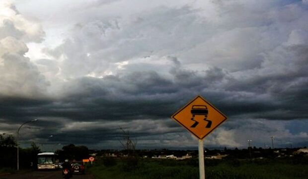 Quinta-feira de tempo nublado e previsão de pancadas de chuva em MS