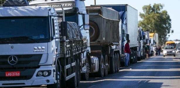 Insatisfeitos com preço do diesel, caminhoneiros prometem greve maior que a de 2018