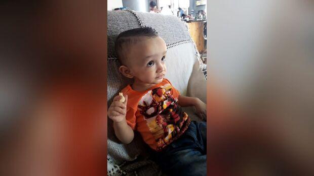Mãe vende rifas para custear exame de bebê com suspeita de macrocefalia