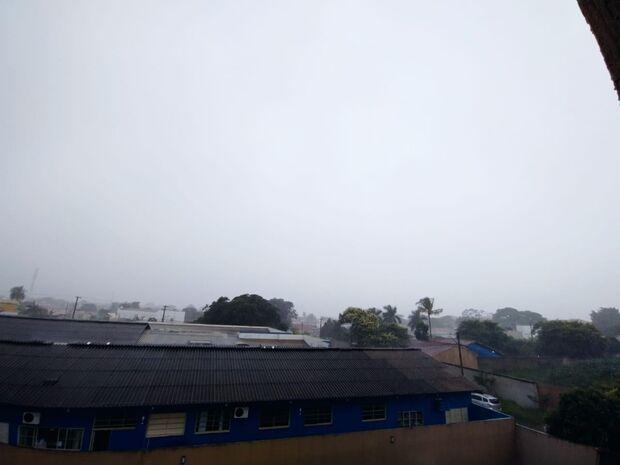 Chuva não dá trégua e previsão é de instabilidade nas temperaturas, raios e ventos
