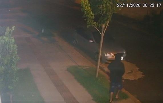 Primo saca pistola e tenta matar rapaz em festa de família no Vilas Boas