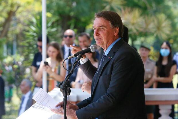 Procurador vê interesse eleitoral de Bolsonaro e pede suspensão na troca de comando da Petrobras
