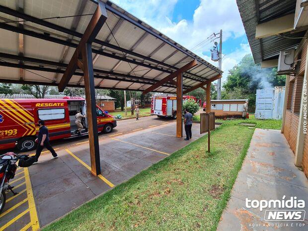Vídeo: incêndio em contêiner na UFMS mobiliza bombeiros