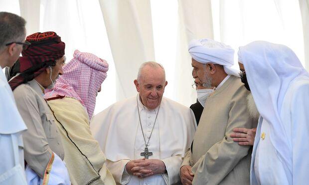 Após três dias de visita, Papa Francisco deixa Iraque