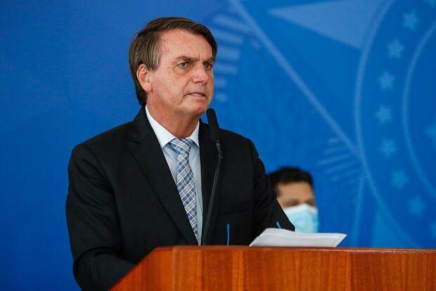 'Estão esticando a corda': Bolsonaro reage às críticas contra o governo
