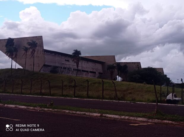 Na mão dos noias: jockey club vira abrigo para uso de drogas em Campo Grande