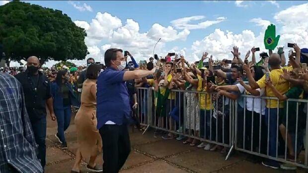Bolsonaro diz que 'só Deus o tira da presidência' em comemoração de aniversário