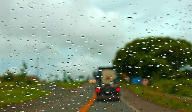 'Sextou' com tempo chuvoso e máxima de 33ºC em MS