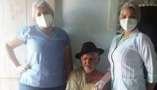 Enfermeira coloca pedras para ônibus parar e levar vacina a idosos no Ceará
