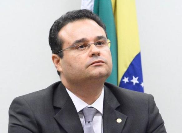 Fábio Trad responde Bolsonaro: 'quem faz mimimi em vez de saúde é seu governo'