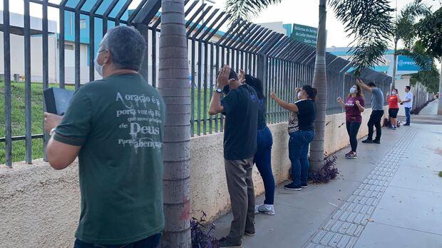 Grupo faz orações para pacientes da Santa Casa e Hospital Regional