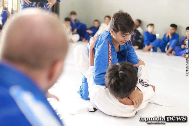 Projeto de medalhista olímpico oferece aulas gratuitas de judô em Campo Grande