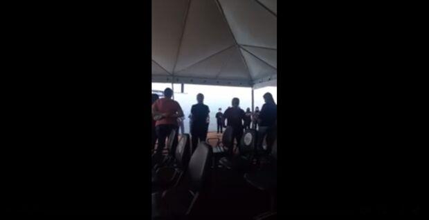 Vídeo: funcionários de hospital encerram expediente com corrente de oração em Campo Grande