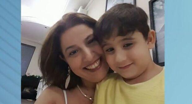 Vizinho invade casa e mata mãe e filho a facadas em São Paulo