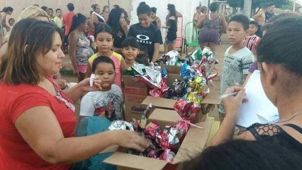 Grupo de Mães arrecada chocolates para crianças carentes na Vila Fernanda