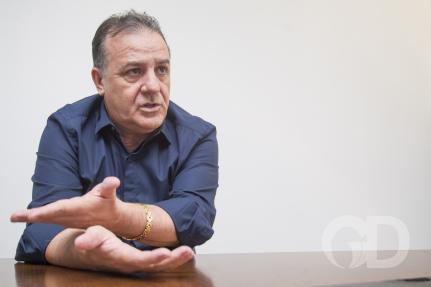 Deputado que propôs lei contra obrigatoriedade de vacina é internado com covid