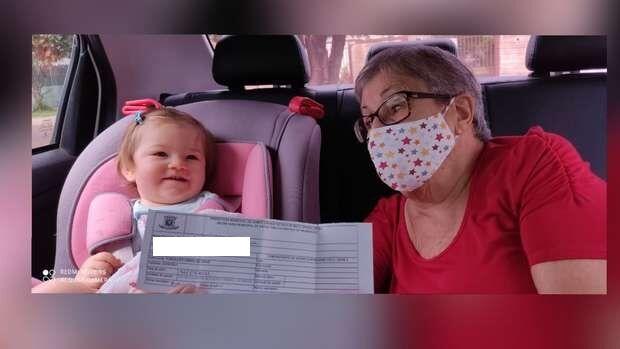 Zélia recebeu 1ª dose da vacina e aguarda 2ª para respirar aliviada após um ano isolada