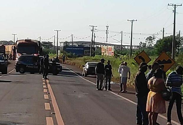 Moradores protestam por acidente que matou criança e fecham Anel Viário