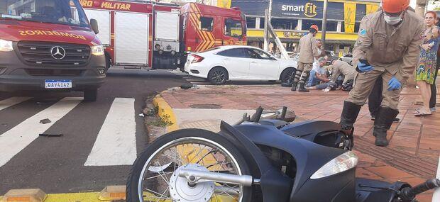 Motociclista morre após bater moto em carro na rua Bahia