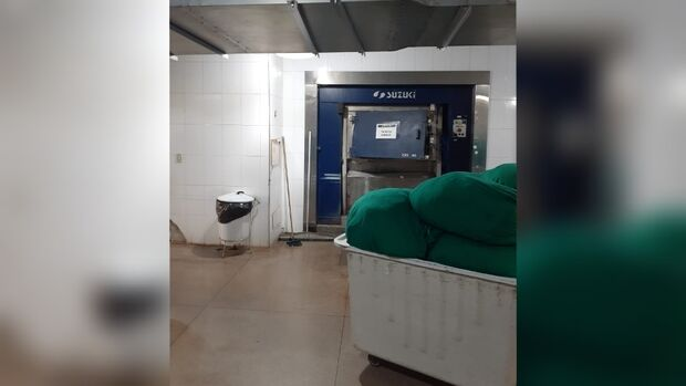 Sem exaustor e máquinas, funcionários passam 'apuros' na Lavanderia do Hospital Regional