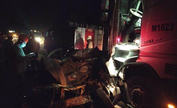 Motorista morre após bater picape em carreta na BR-262