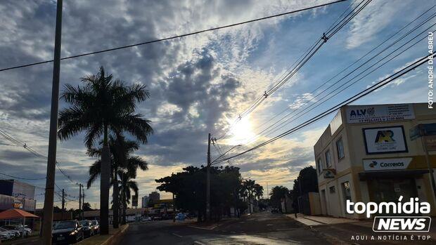 Quarta-feira com queda nas temperaturas e pancadas de chuva em MS