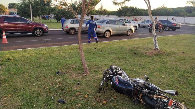 Motorista atropela motociclista em cruzamento da Lúdio Martins Coelho