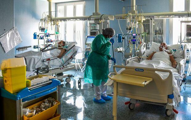 É gripezinha? Brasil beira os 400 mil mortos pela covid-19