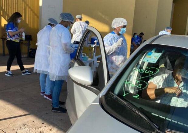 Em Corumbá, idosos de 64 e 63 anos e forças de segurança pública vacinam hoje