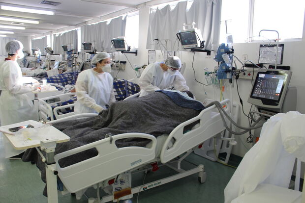 Coronavírus ceifa vida de mais 2.311 pessoas no Brasil