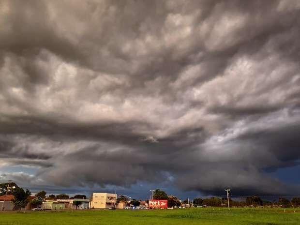 Domingão pode ter pancadas de chuva fortes em Campo Grande