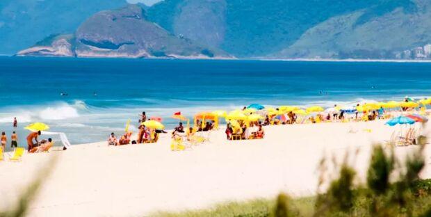 Fiscalização encerra festa de swing clandestina em praia no RJ
