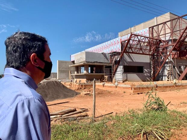 Riedel vistoria obras em aeroporto e estradas e destaca turismo e economia em Bonito