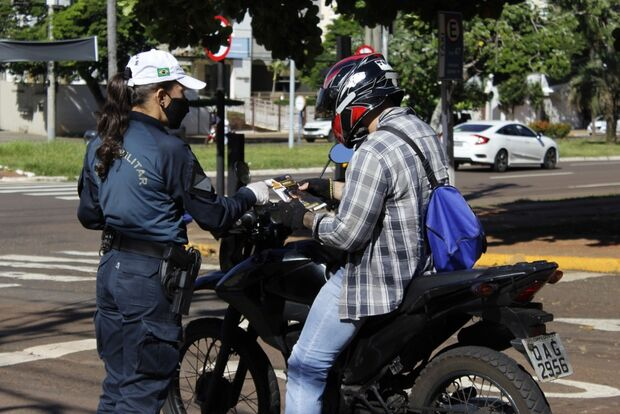 Médicos e policiais realizam mobilização sobre novas regras de trânsito; veja o que muda